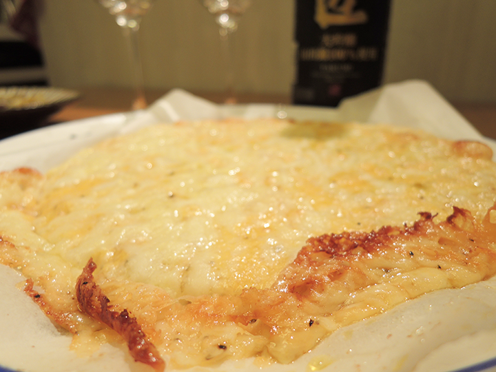 チーズのピザは熱々