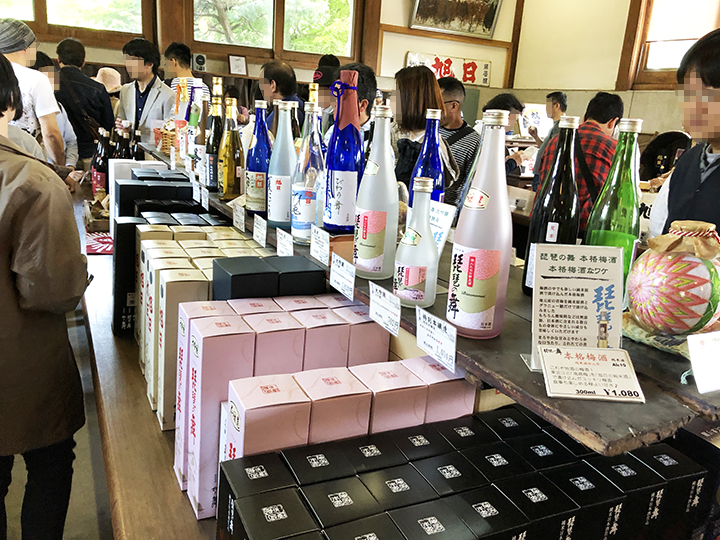 蔵開きの日本酒販売コーナー