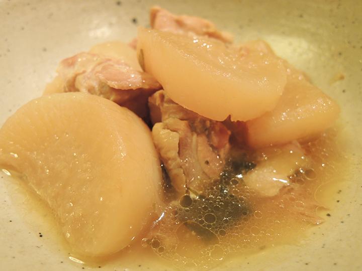 鶏肉と大根を炊いたもの