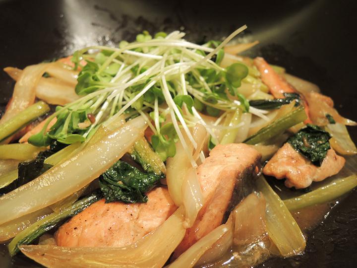 鮭と小松菜のソース&バター炒め