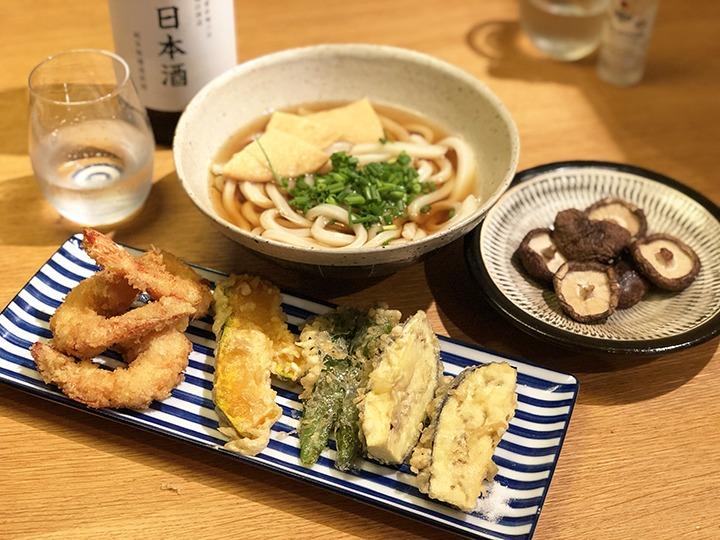 焼きシイタケと天ぷらうどん