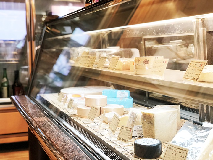 チーズのショーウィンドウ