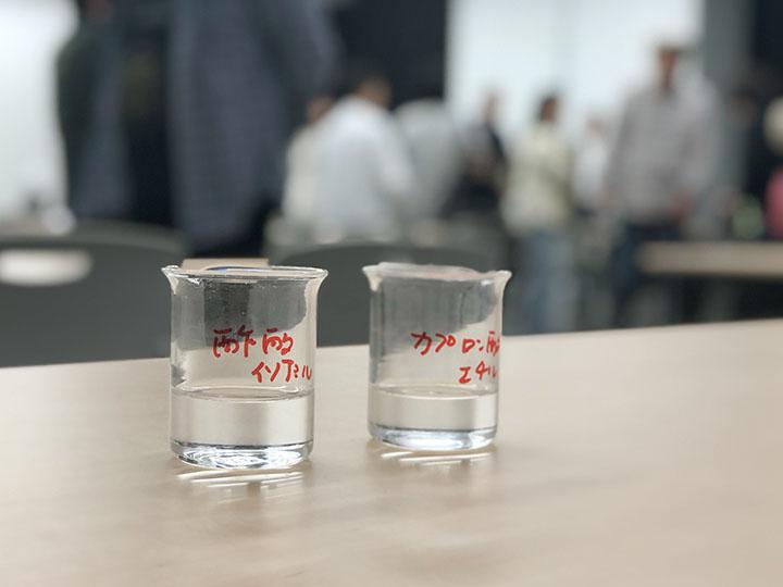 酢酸イソアミルとカプロン酸エチル